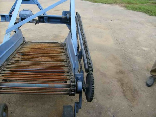 Шаг транспортера картофелекопалки вакансии на своем транспортере